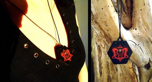 Pendentif Baphomet rouge, création ésotérique, gravée sur Bois