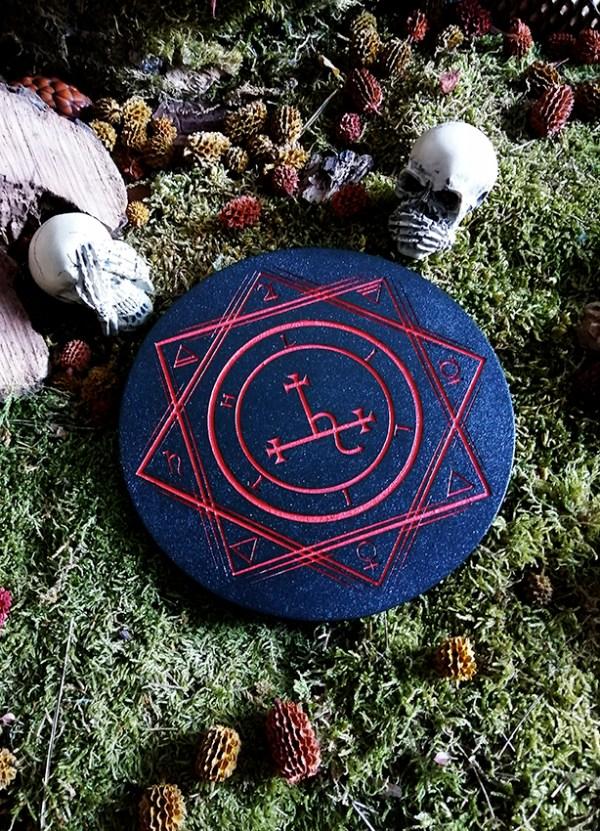 Lilith autel en bois