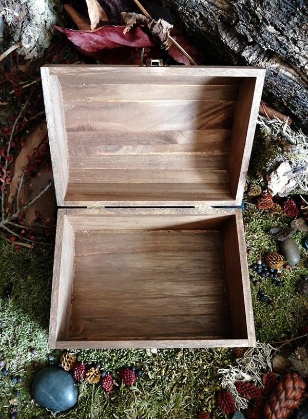 Boîte ésotérique gravée bois