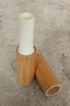 Contenant baume a lèvres en bambou