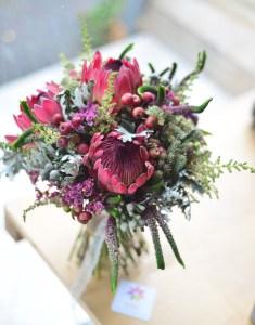 Protea ile hazırlanmış gelin buketi