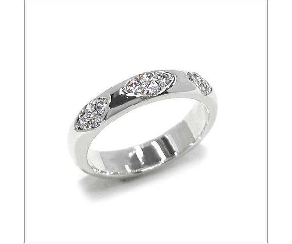 甲丸リングにメレーダイヤモンドを入れたデザイン