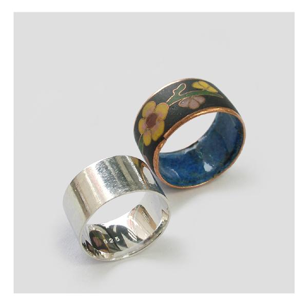 エポキシ樹脂の指輪とシルバーリング