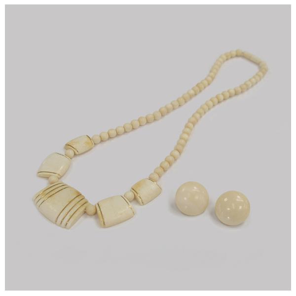 漂白前 象牙のネックレスとイヤリング