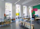 """Vista de la exposición """"Untitled"""" con el mural """"Open Envelope"""" (2018) de Federico Herrero y el mobiliario de Muebles Manuel, Witte de With Center for Contemporary Art 2018. Fotografía : Kristien Daem."""
