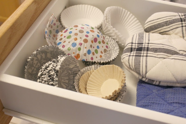 Easy ways to organize and declutter kitchen cabinets domesticability.com