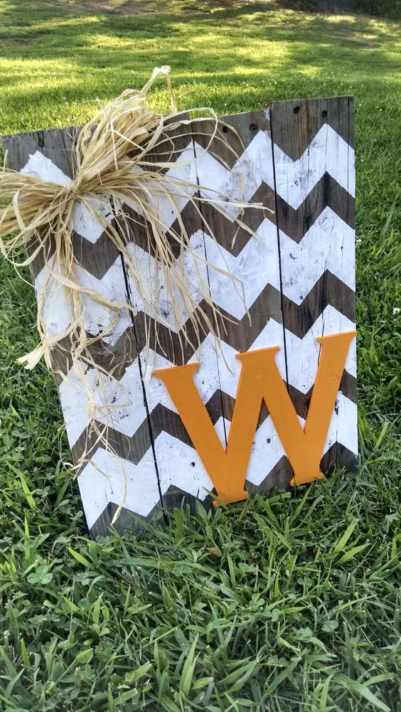 DIY Pallet Wood Initial Sign