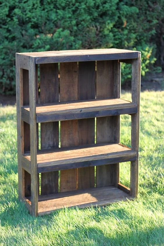 DIY Bookcase - Pallet Wood