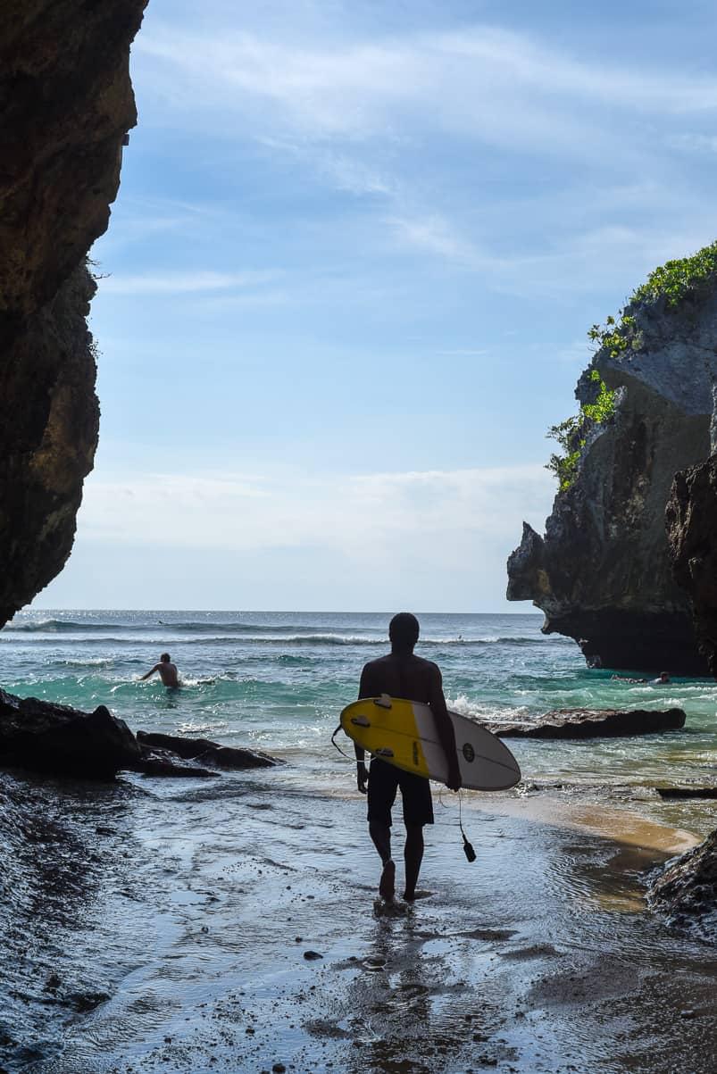 surfing uluwatu entrance
