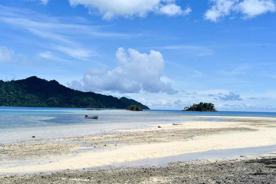 fiji remote beach