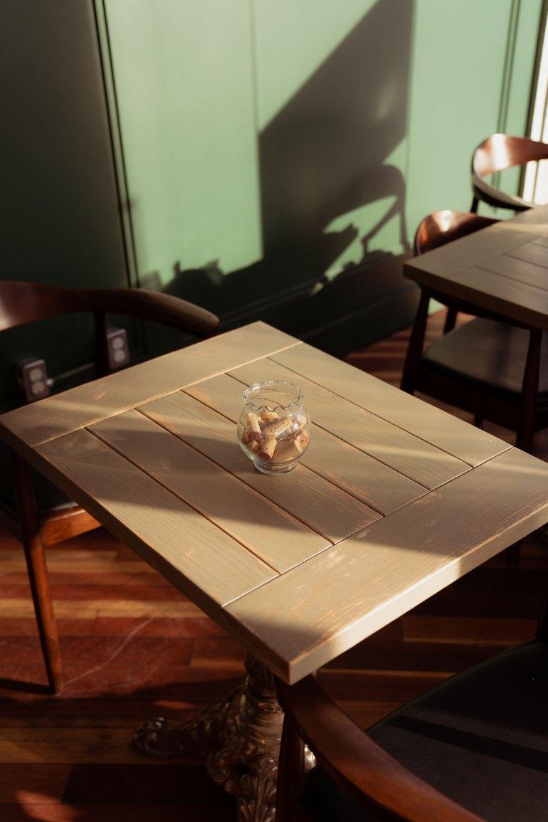 An empty table at Mercado Negro