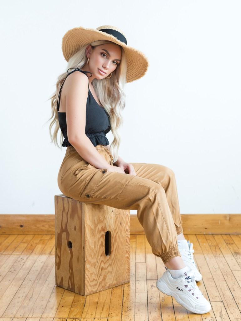 Julia Dantas wearing had and summer beauty product
