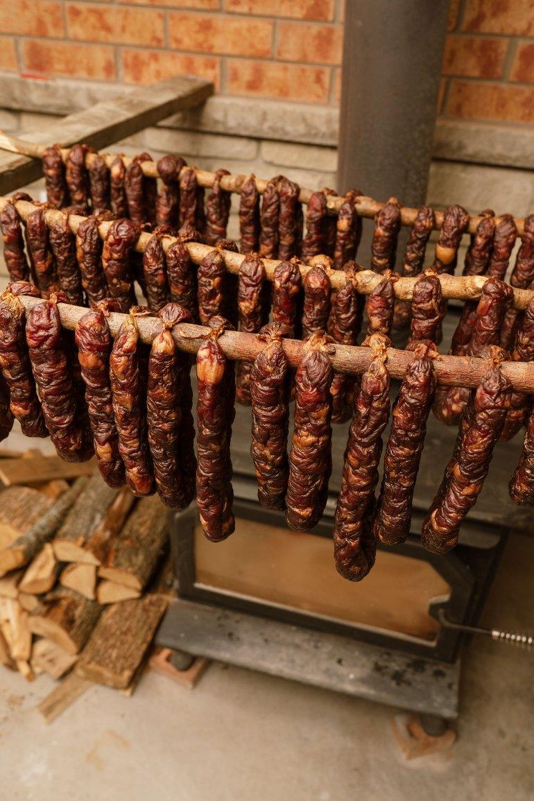 drying Portuguese chouriço