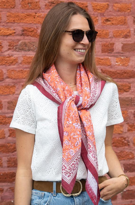 Grand foulard orange à motifs