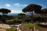 Le vaste espace naturelle qu'offre le Château de la Messardière