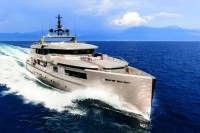 Luxury-boat-cacos-V-front