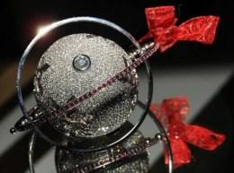 christmas-ornament-white-gold-diamonds
