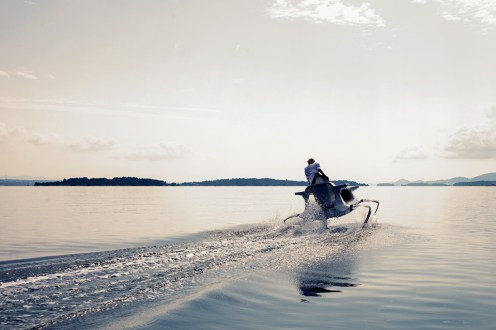 Quadrofoil-Electric-Hydrofoiling-Personal-Watercraft-2