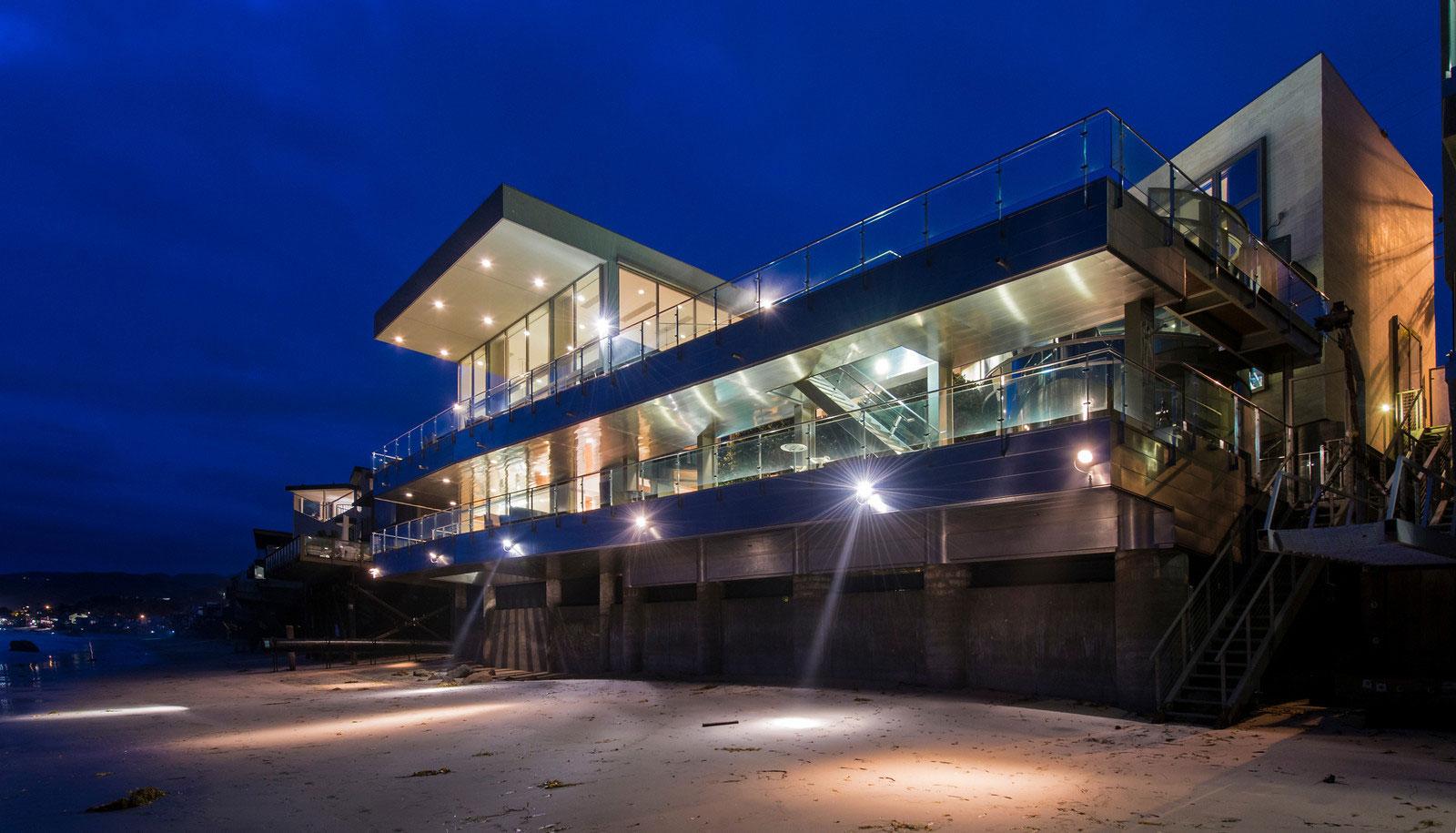 Stunning California Beach House Inspired By The Horizon: Malibu : Une Propriété Au Bord De La Plage Californienne