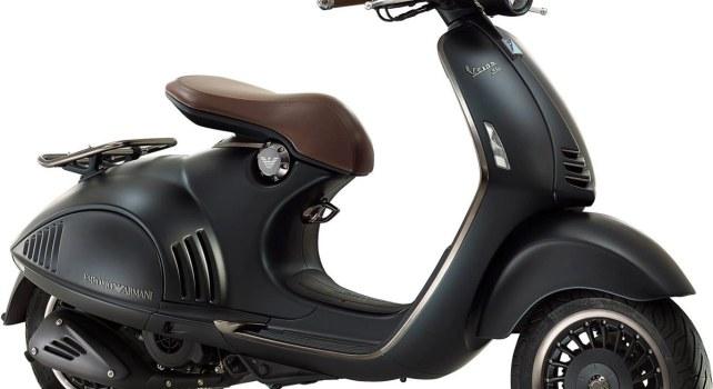 Vespa 946 Emporio Armani : Le styliste italien présente un deux-roues