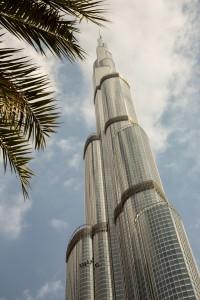 Looking up at Burg Khalifa