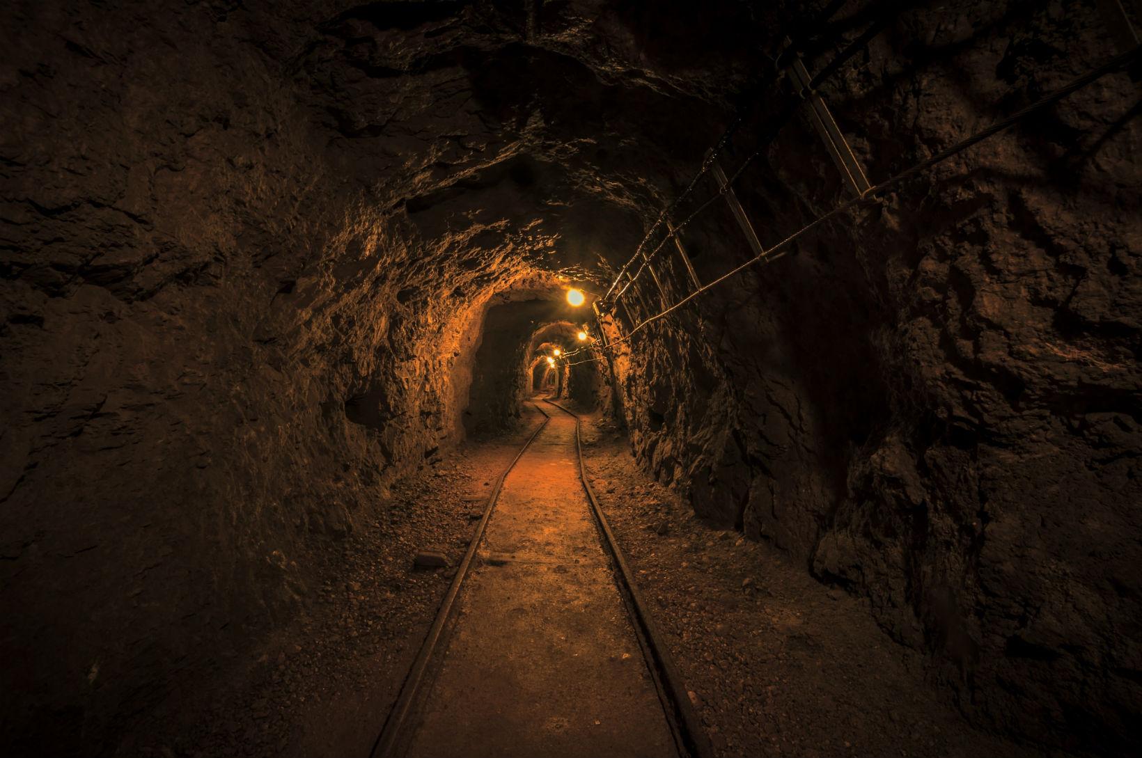 подземка на рудниках рельсах фото количество