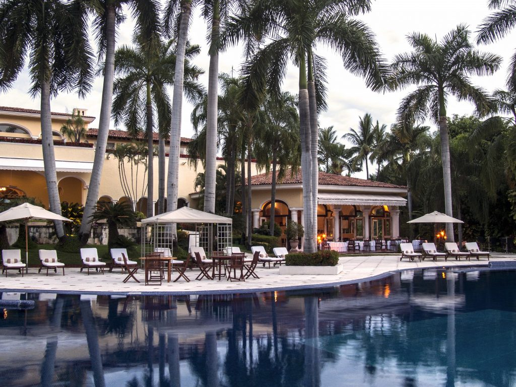 casa-velas-pool-and-resturant