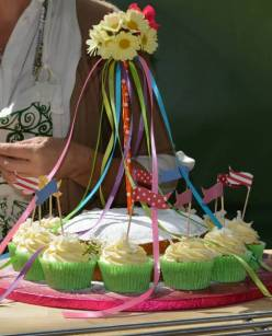 Easy-Peasy May Day Cake