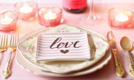 Romantic Tabletop Décor Ideas for Valentine's Day at Home