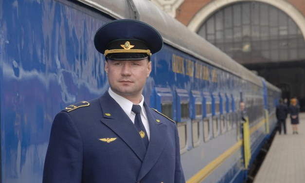 Golden Eagle Luxury Trains Introduces the Romanov Suite Private Carriage