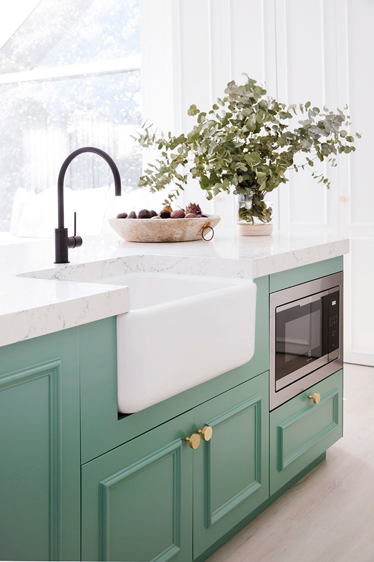 Shaws Lancaster 24 fireclay butler sink available through Reece stores Australia. Imported and distributed by Luxe by Design, Brisbane. Kitchen by 3 Birds Renovations.