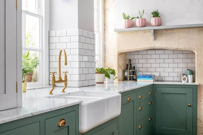 Shaws Double Bowl 800 fireclay sink. Kitcehn design by Sustainable Kitchens UK. Imported and distributed in Australia by Luxe by Design, Brisbane.