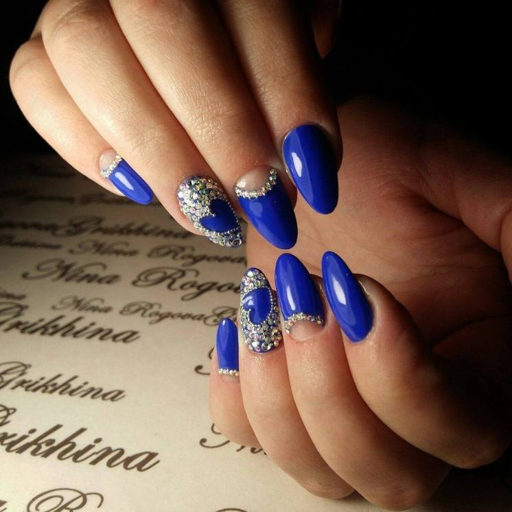 Manicure with transparent holes and rhinestones