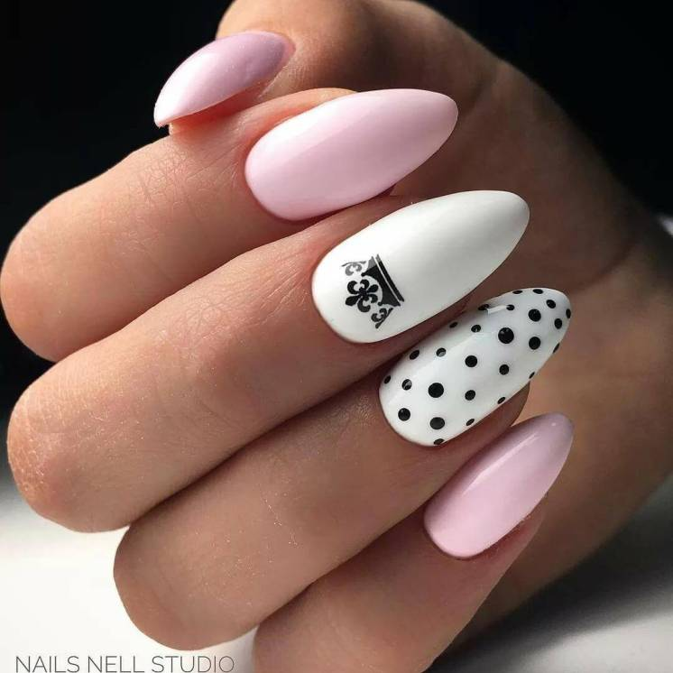 White and pink manicure