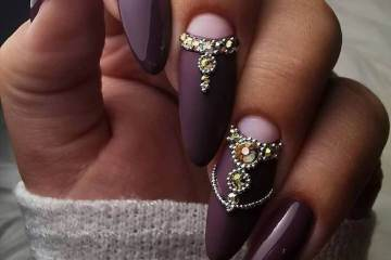 Purple manicure with rhinestones stylish ideas for every day