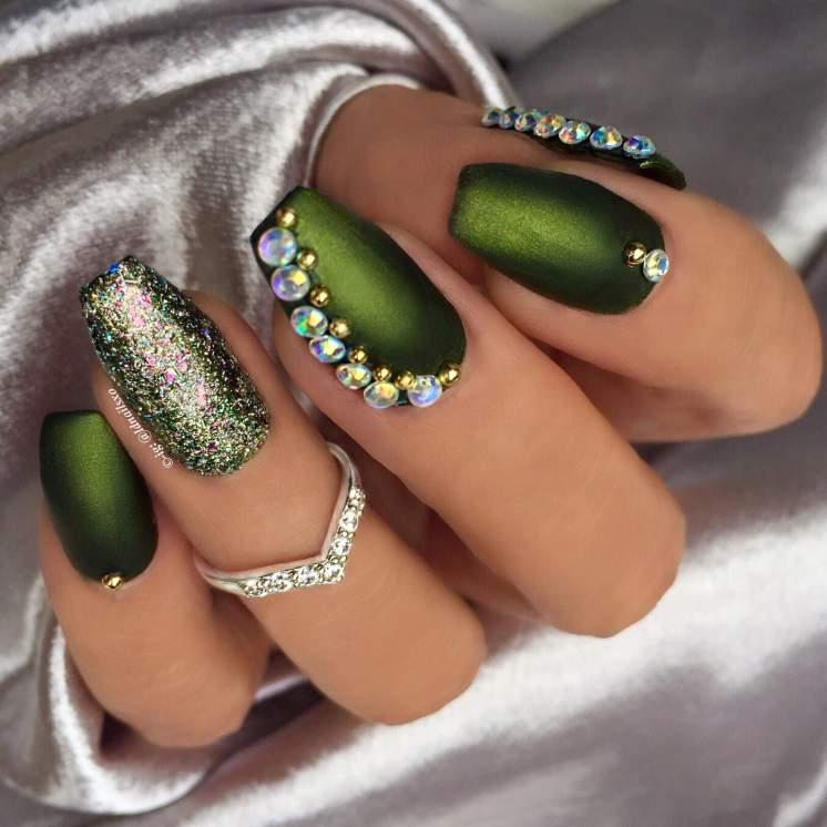 Design with rubbing and rhinestones