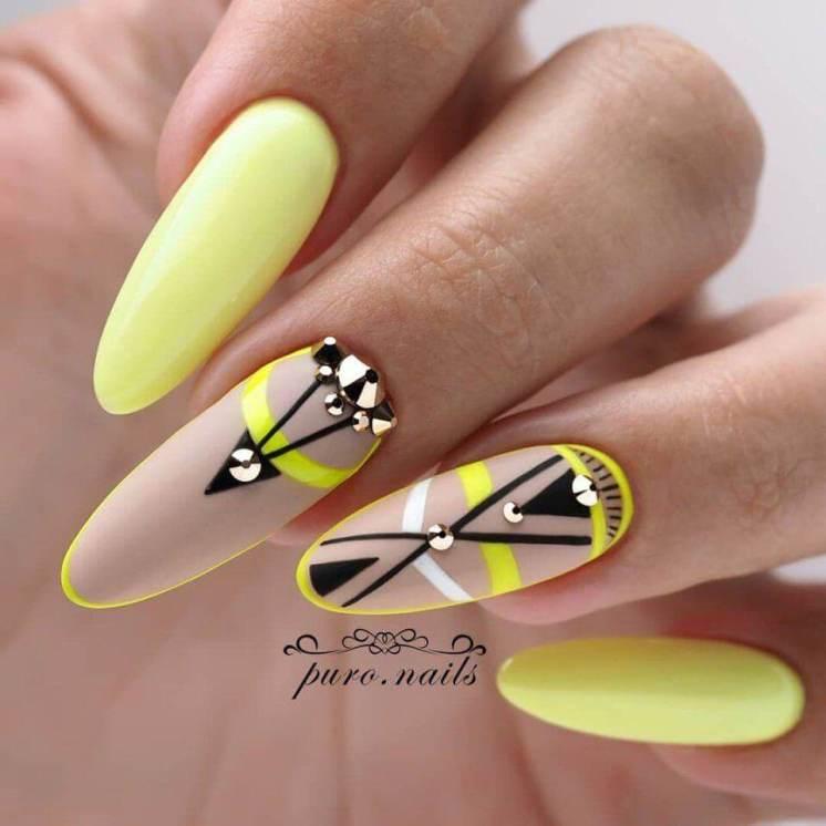 Stylish geometry nails