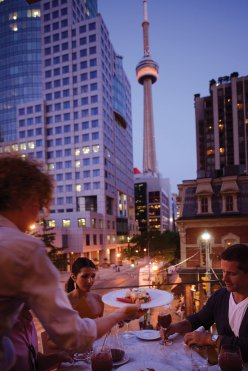 LuxeGetaways - Luxury Travel - Luxury Travel Magazine - Luxe Getaways - Luxury Lifestyle - Digital Travel Magazine - Travel Magazine - 10 Reasons To Visit Toronto Canada - Dining Outdoors