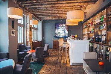 LuxeGetaways - Luxury Travel - Luxury Travel Magazine - Luxe Getaways - Luxury Lifestyle - Digital Travel Magazine - Travel Magazine - A Weekend in the Marais Area of Paris - Jules and Jim - France - Bar