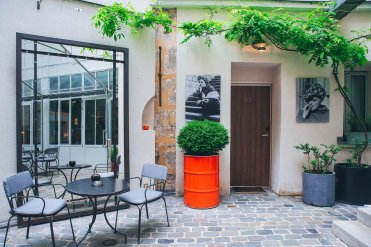 LuxeGetaways - Luxury Travel - Luxury Travel Magazine - Luxe Getaways - Luxury Lifestyle - Digital Travel Magazine - Travel Magazine - A Weekend in the Marais Area of Paris - Jules and Jim - France - Bar Courtyard