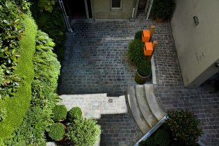 LuxeGetaways - Luxury Travel - Luxury Travel Magazine - Luxe Getaways - Luxury Lifestyle - Digital Travel Magazine - Travel Magazine - A Weekend in the Marais Area of Paris - Jules and Jim - France - Courtyard