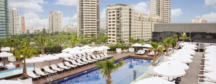LuxeGetaways | Courtesy Hilton Diagonal Mar Barcelona - Pool
