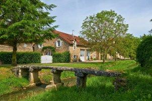 LuxeGetaways | Courtesy La Ferme de la Lochere - Exterior