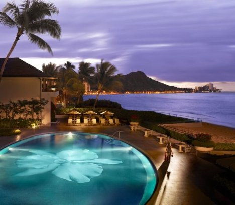 LuxeGetaways | Courtesy Halekulani - Pool