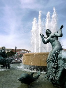 nice_fountain-at-massena-place_can-stock_elenarts