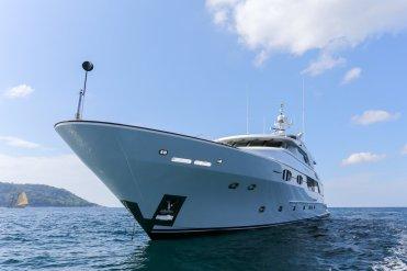 Kata-Rocks-Yacht_LuxeGetaways_2