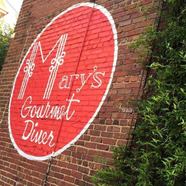 LuxeGetaways - Luxury Travel - Luxury Travel Magazine - Luxe Getaways - Luxury Lifestyle - North Carolina Travel - Mary's Gourmet Diner