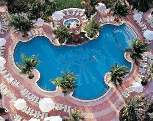 LuxeGetaways - Luxury Travel - Luxury Travel Magazine - Luxe Getaways - Luxury Lifestyle - Contest - Sweepstakes - Loews Miami South Beach Hotel - Miami Florida - SOAK - Miami Pool - South Beach