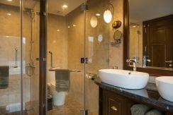 LuxeGetaways - Luxury Travel - Luxury Travel Magazine - Luxe Getaways - Luxury Lifestyle - Paradise Elegance Vietnam - River Cruise - Luxury Bathroom