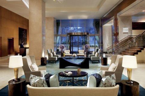 LuxeGetaways - Luxury Travel - Luxury Travel Magazine - Hotel Review - Toronto - Ritz Carlton Toronto - Luxury Hotel Review - Lobby
